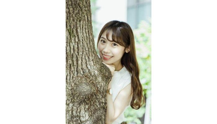 横浜美少女図鑑オーディションで1位になった知花瞳さんが笑顔で写っている画像